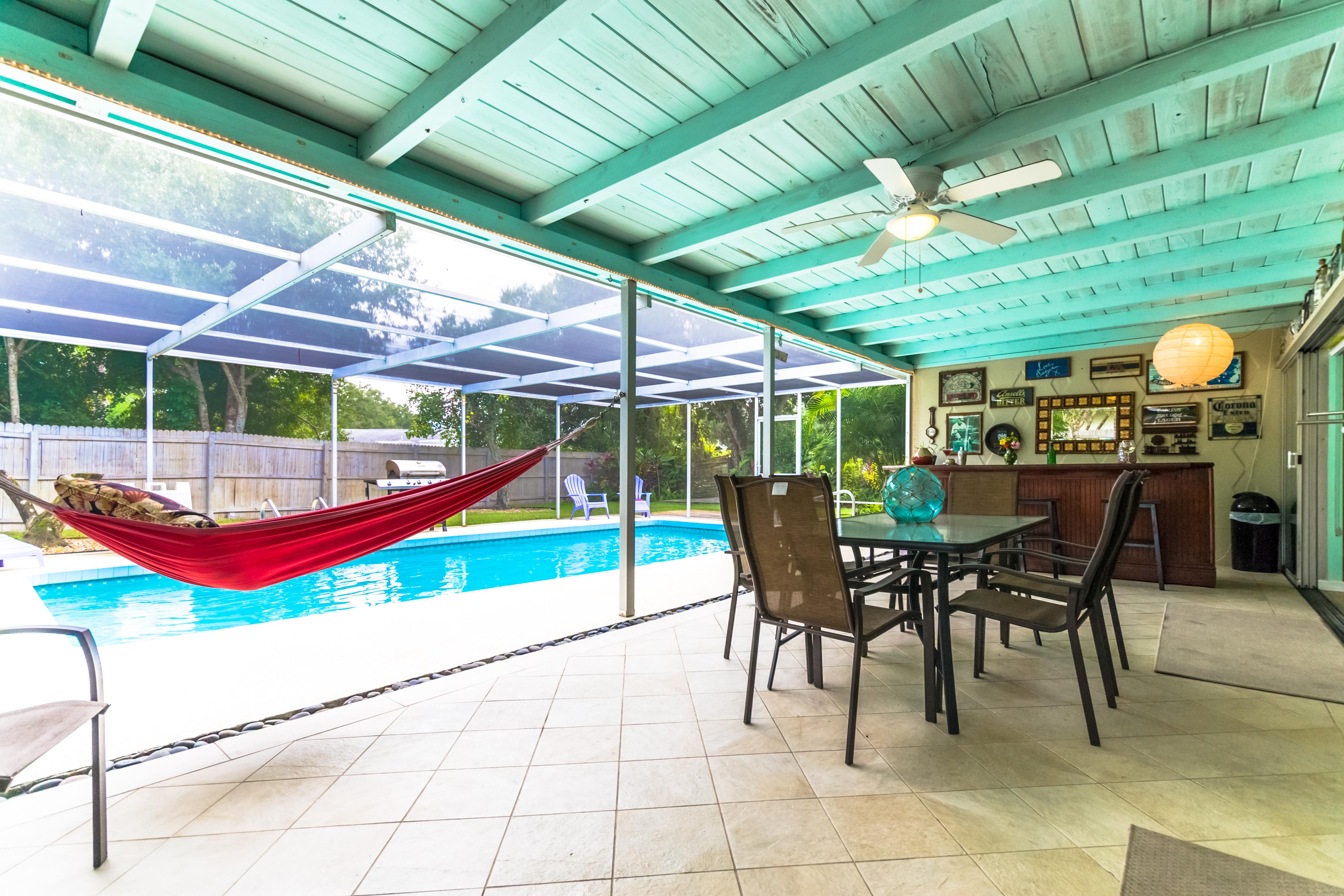 Villa espanola lovely 3 2 heated pool koi pond garden for Koi pool villa